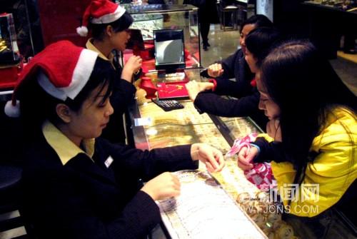 福州港资珠宝店圣诞节金饰热销