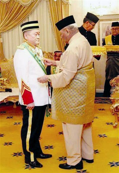2015年,刘为强受封拿督斯里勋衔。