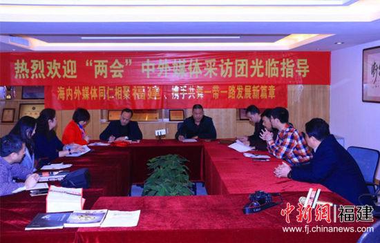 近日,海内外华文媒体参访团来到福建福州,关注当地传统武术的发展。