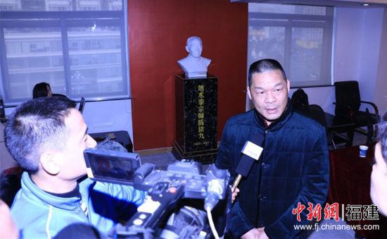 胡成武接受海内外媒体采访。