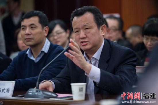 图为福建省侨联主席陈式海致辞。李南轩摄
