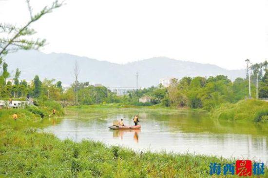 许溪治理后, 河流重新找回昔日美丽容颜。 刘平 摄
