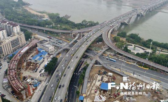 加紧施工中的尤溪洲大桥北桥头互通立交改造工程。