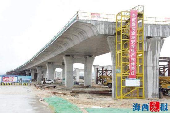翔安机场快速路施工现场。