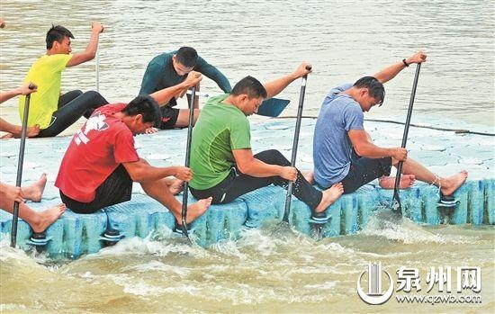 端午节前夕,队员们增加针对性训练准备参加龙舟比赛。(潘晔 摄)