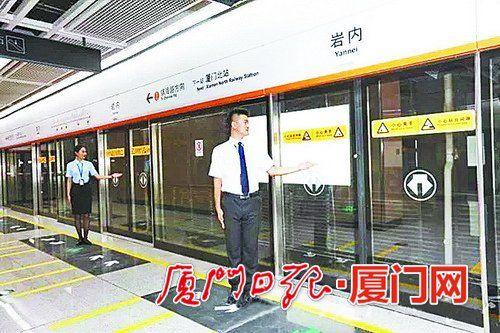 负二层站台层乘客在这里上下列车
