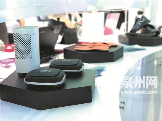 石墨烯材料应用广泛,图为石墨烯空气净化器、鞋垫、运动鞋等。