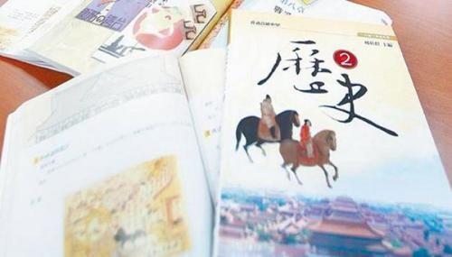 """台湾高中历史课本。(图片来源:台湾""""中时电子报"""")"""