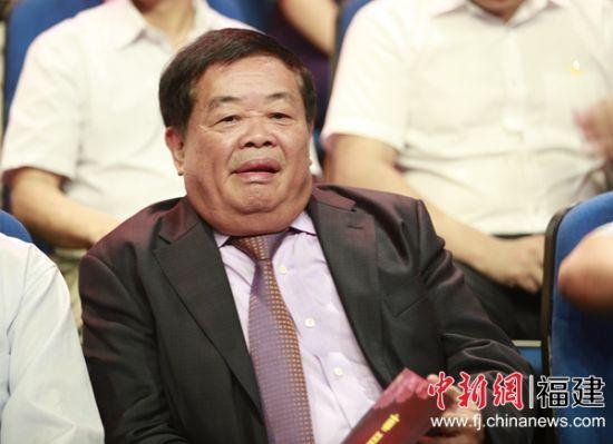 """曹德旺出席福建省首届""""最美教师""""寻访结果发布式。林劼 摄"""