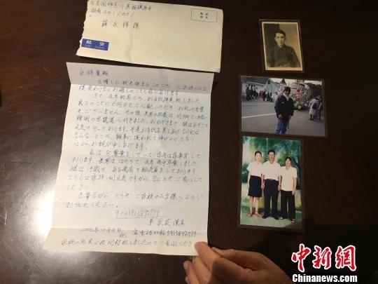 薛永祥寻找亲人的信物,是一封2003年从堂兄弟薛永发福清寄出的书信。信纸、信封干净平整,薛永祥小心珍视、妥善保存了15年。闫旭 摄