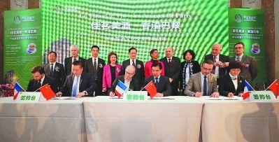 """""""闽茶海丝行""""西欧站期间,福建知名茶企代表与欧洲当地经销商签署战略合作框架。"""