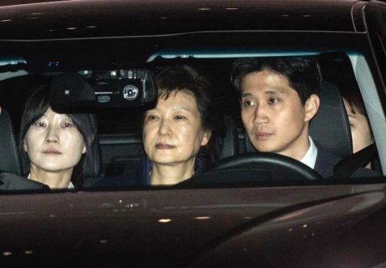 3月31日,朴槿惠被批捕后押送至拘留所