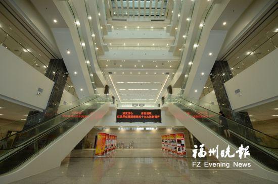 图书馆宽敞整洁,共设11楼。