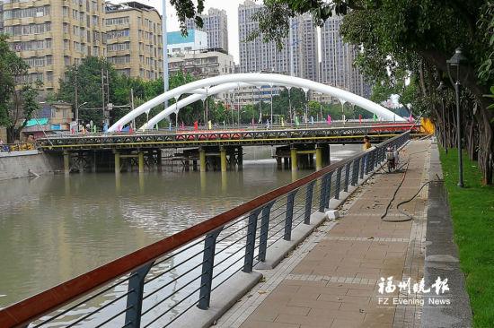 新建的文博路桥横跨晋安河两岸,月底可全部竣工。