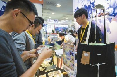 博物馆展区邀请了故宫博物院、浙江省博、云南省博等12家博物馆集中推介其文化文物IP衍生文创产品。