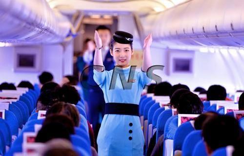 【香港《文汇报》】首批台湾籍空姐在厦航上机
