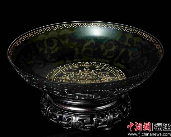 图为图为华昌珠宝有限公司所制作的镶金碧玉薄胎碗。主办方供图