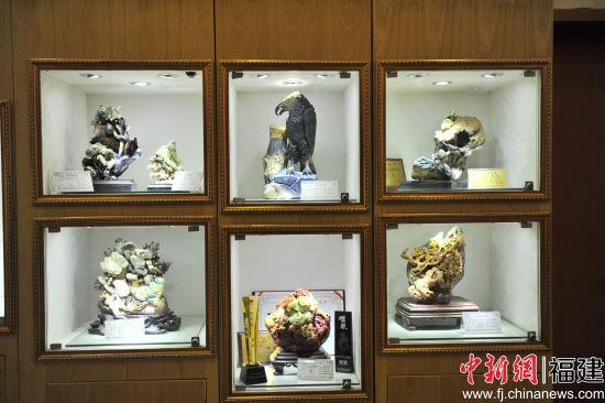 图为仙游石艺文化城所展出的石雕作品。朱晨辉 摄