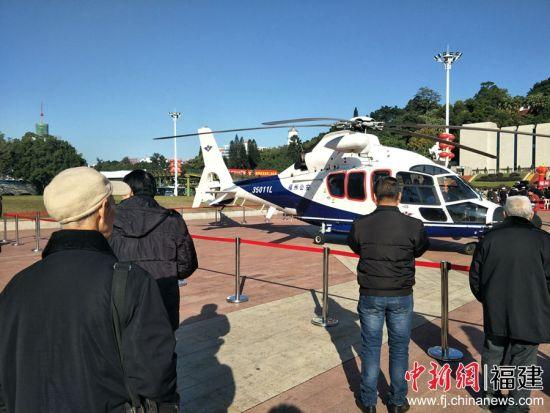 现场还展出警用直升机、防暴装备、排爆器材、消防救援车辆、应急车辆、器械等警用装备。林玲 摄