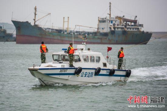 资料图 平潭边防支队船艇大队开展海上巡查。袁灏 摄