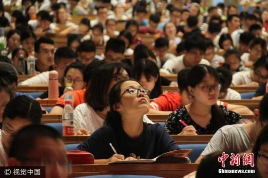 2017年普通本专科在校生2753.6万人 毕业生7