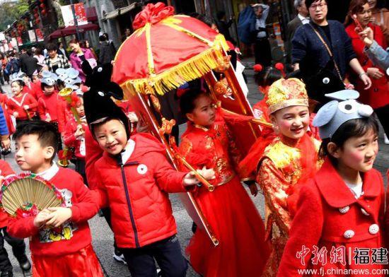 福州儿童展演传统民俗闹元宵