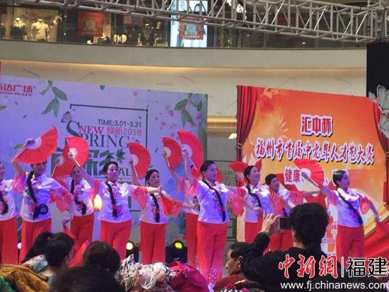 10日,福州市首届中老年人才艺大赛首次海选在福州市一大型商场举行。