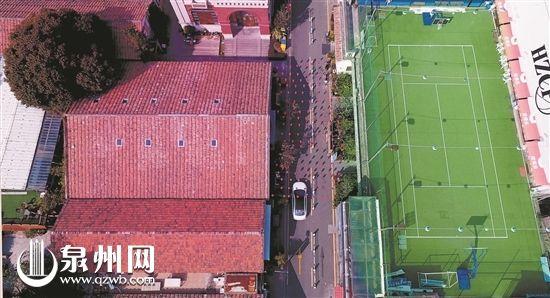 高空中的绿茵赛场