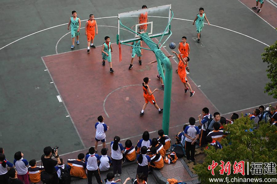 福建沙县:校园篮球文化火