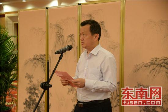 福建省侨联主席陈式海致辞。