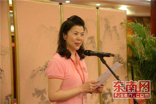 香港福建妇女协会主席蔡黄玲玲发言。