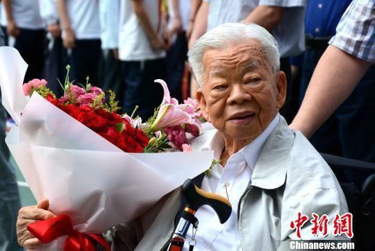 93岁的闽籍海外知名侨领陈大江。 张金川 摄