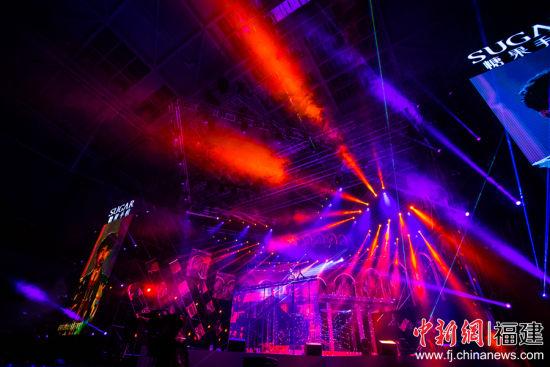 5日晚,黄子韬2018巡回演唱会在福州火热开唱。李南轩 摄