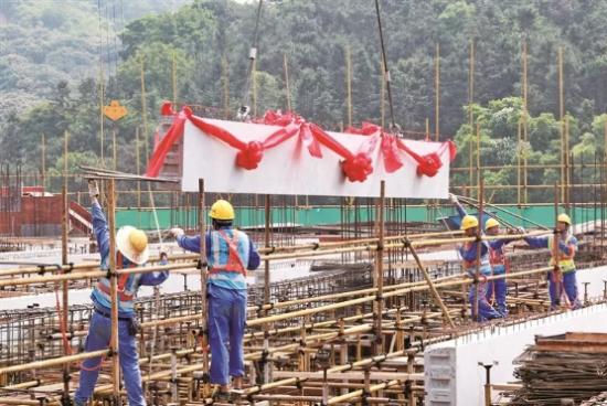 宁德厦钨年产4万吨锂离子正极材料生产项目 PC预制构件吊装仪式