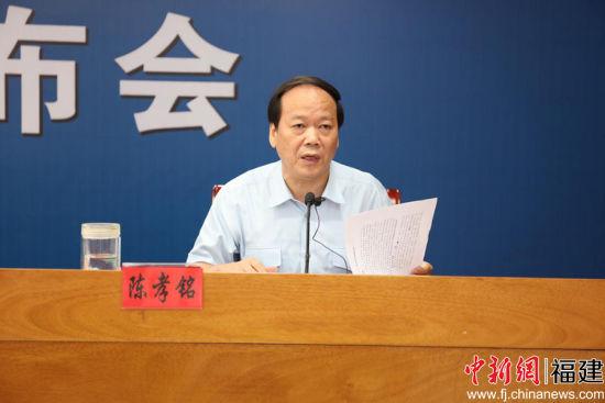 福州中院审委会委员、刑一庭庭长陈孝铭在会上发言