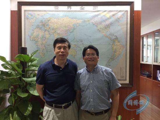 澳门正规赌博网站大全省侨办主任冯志农(左)在澳门真人博彩娱乐官网会见哈佛大学医学院研究员张群豪(右)。