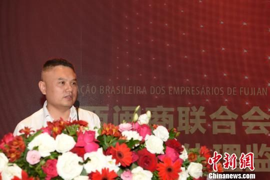 图为巴西华人协会秘书长张立群代表华协会长朱苏忠致辞。 莫成雄 摄