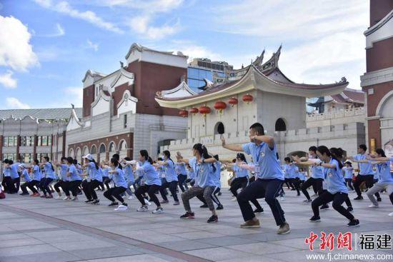 营员学习、感受中华传统武术的魅力。