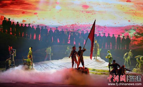5月31日晚,原创民族歌剧《松毛岭之恋》在福州上演。