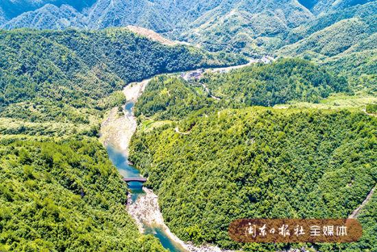 寿宁县杨梅洲山清水秀、景观奇特(8月5日摄)。