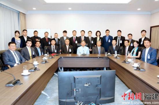 巴金副总理对泰中侨商联合会和泰国华人青年商会长期以来为推动泰中关系发展、文化交流和经贸合作所作出的努力与贡献表示感谢。泰中侨商联合会供图