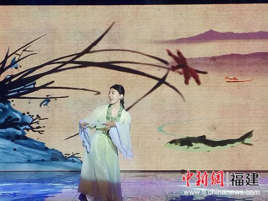 来自台湾的学生带来戏曲串烧 黄榕琦 摄