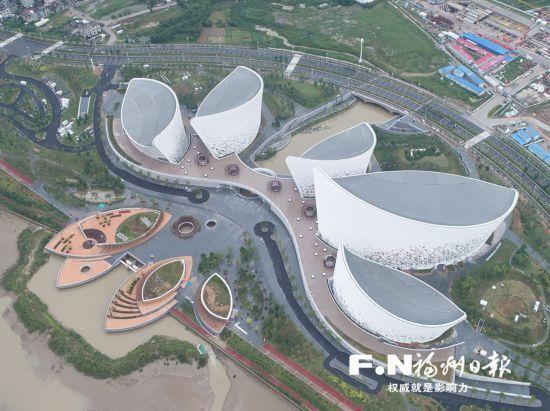 福州海峡文化艺术中心外形像五朵茉莉花瓣。(中建钢构供图)