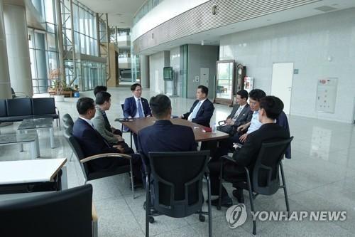 资料图片:韩朝联办筹备团在开城工业园区开会。 图片来源:韩联社/韩国统一部