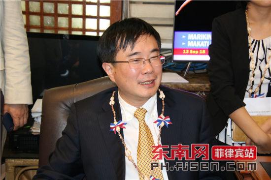 澳门真人博彩娱乐官网市常务副市长林飞讲话。