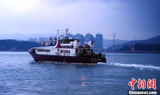 """资料图:厦金""""小三通""""客运航线开通东渡厦金客运码头至金门水头码头双向夜航。中新社发 张丽君 摄"""