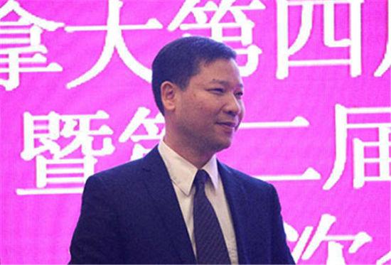 新届会长郑伯欣发言。