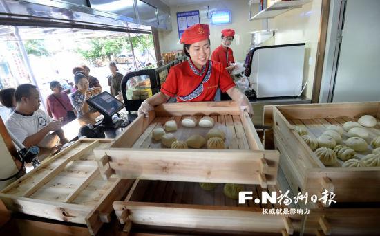 """鼓楼区""""家门口早餐工程""""受欢迎。记者 叶义斌 摄"""