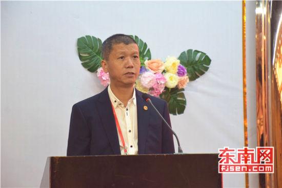 共同团长、旅菲各校友会联合会主席李鸿铭致辞。