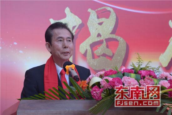 石狮七中文福教学楼揭牌仪式现场,旅菲侨领、菲华各界联合会主席蔡志河讲话。